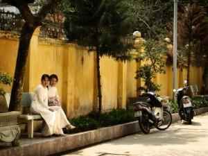 Jeunes filles dans la rue - Vietnam